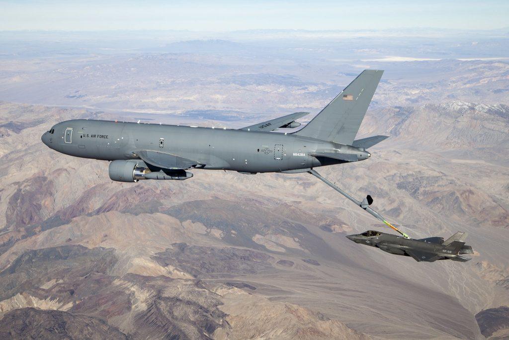 KC-46A-Pegasus-reabastece-F-35A-1024x683