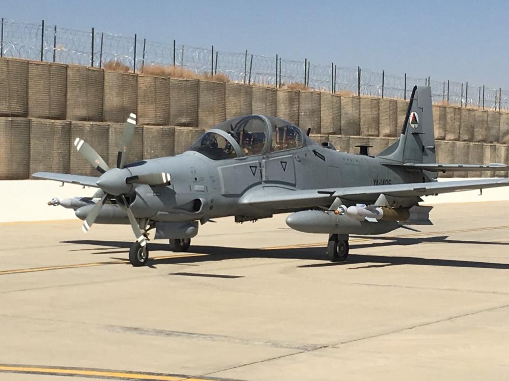 A-29-armado-com-bombas-guiadas-a-laser-G