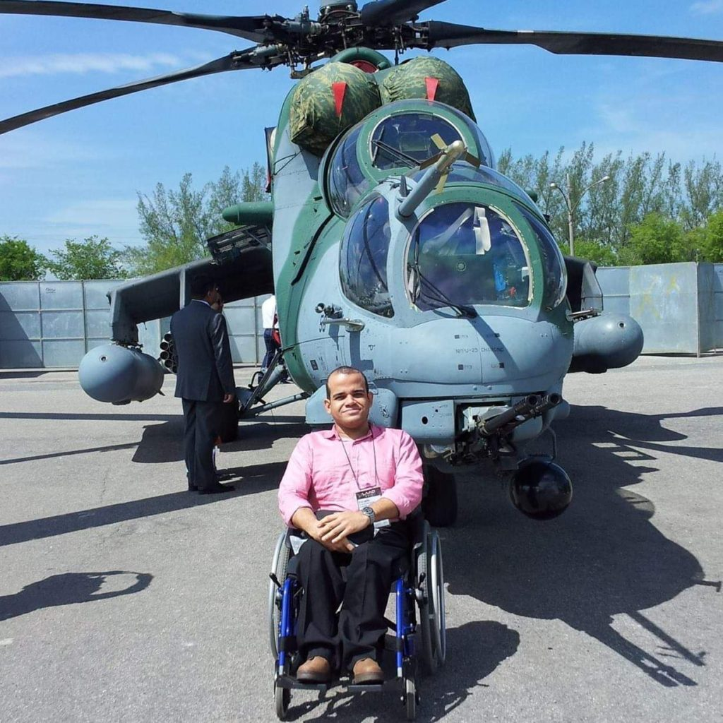 Ah 2 Sabre: Forças Aéreas, Indústria Aeronáutica E De